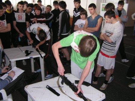 Спартакиада допризывной и  призывной молодежи. Сборка и разборка АК-47.