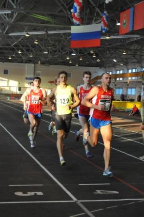 Мастера спорта завершают последний вид программы 7-борья. Бег 100 метров.